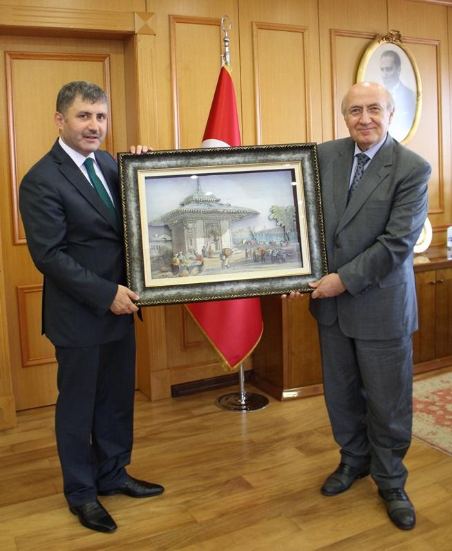 Üsküdar Belediyesi Belediye Başkanı Sayın Hilmi TÜRKMEN'in Rektörümüz Prof.Dr.M.Emin ARAT'ı tebrik ziyareti