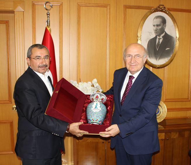 Sancaktepe Belediyesi Belediye Başkanı Sayın İsmail ERDEM'in Rektörümüz Prof.Dr.M.Emin ARAT'ı tebrik ziyareti