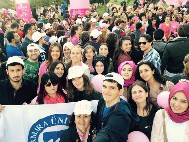 """Marmara Üniversitesi ve MEMEDER İşbirliği ile """"Pembe Hareket Yürüyüşü"""" Bir Adım At Senin Bu Hayat! Sloganıyla Gerçekleşti"""