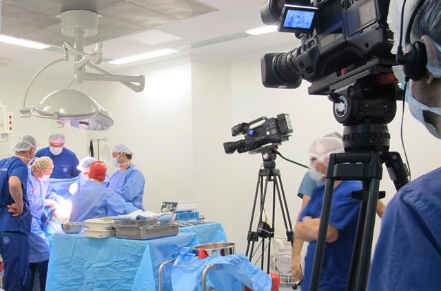 Heart  Surgery  Was Broadcasted Live From Marmara University Hospital To The Doyens.