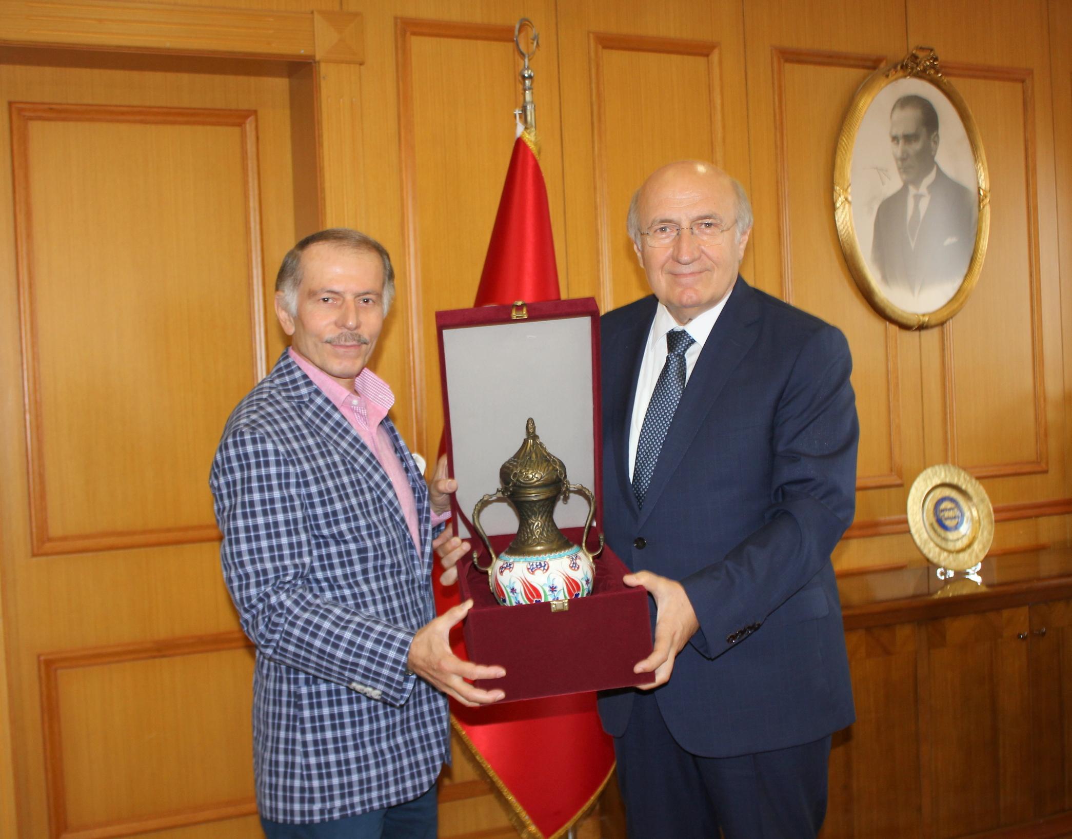 Bayrampaşa  Belediyesi Belediye Başkanı Sayın Atila AYDINER'in Rektörümüz Prof.Dr.M.Emin ARAT'ı Tebrik Ziyareti